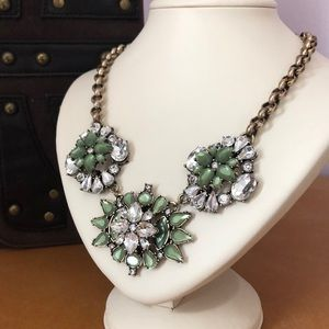 Jewelry - Gold & Green necklace